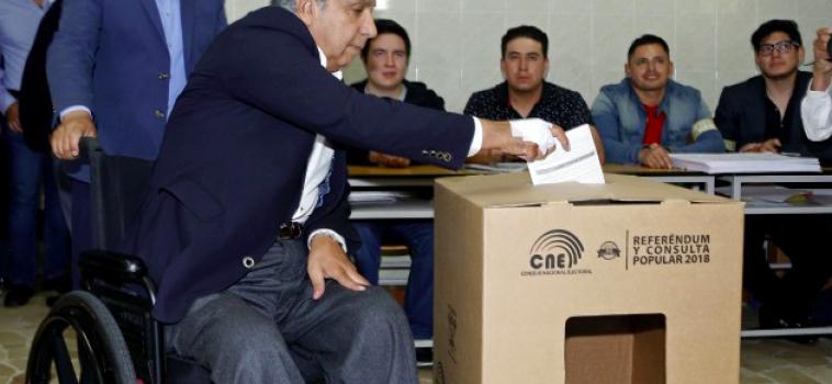 Un référendum rejette la réélection illimitée du président en Equateur