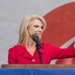 Kellyanne Conway, conseillère de Donald Trump, accusée de nouveaux manquements à l'éthique de la fonction publique